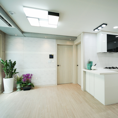 Soft modern 100㎡ interior decorated using HPL flooring and door